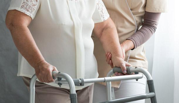 想請長者看護,卻又茫然如何選擇?銀髮族之護理員/起居照顧員和保健員之分別